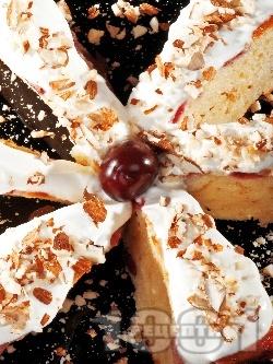 Черешов кейк / кекс със сметана и бадеми - снимка на рецептата
